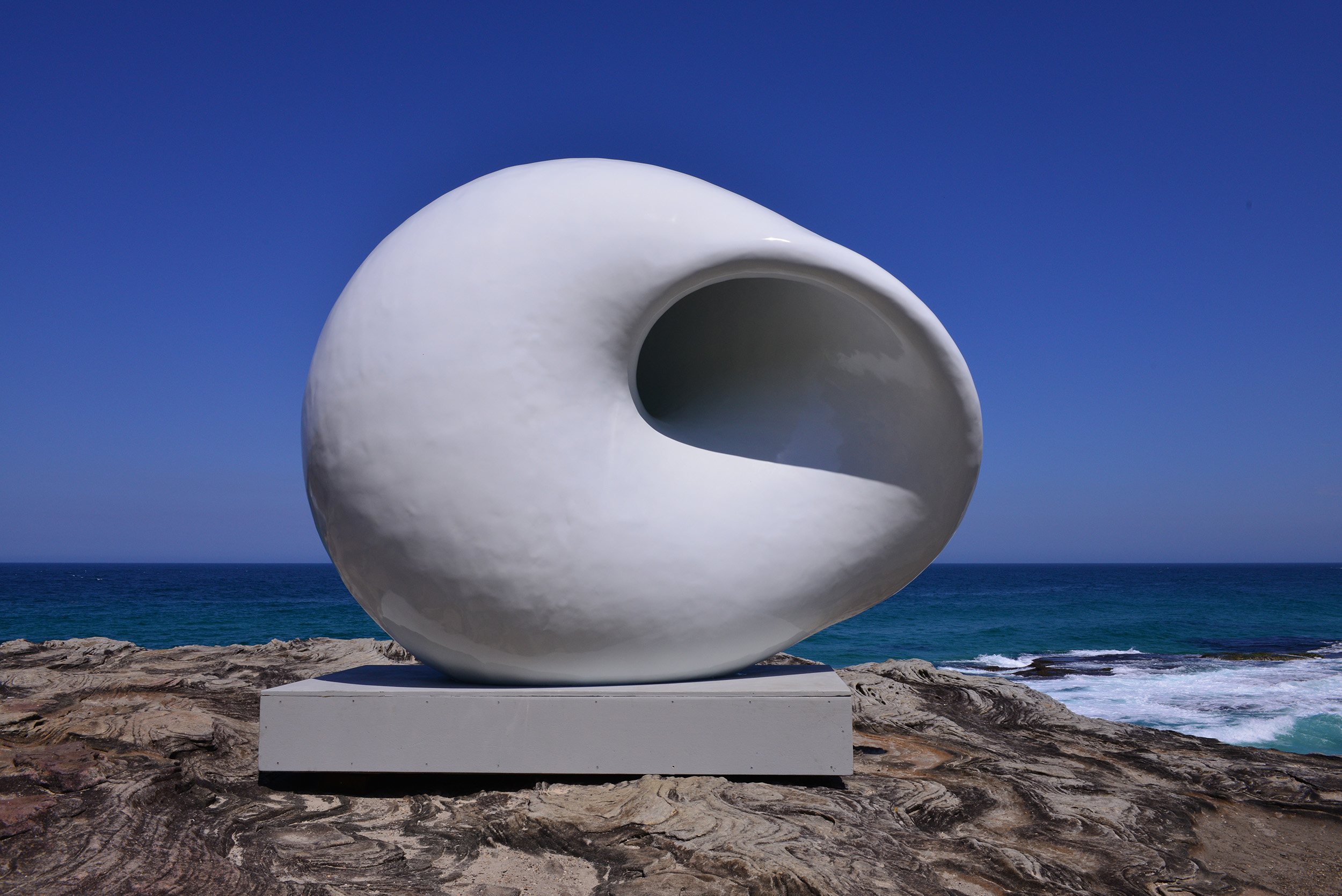 Arissara Reed & Davin Nurimba, Acoustic chamber, Sculpture by the Sea, Bondi 2015. Photo Clyde Yee