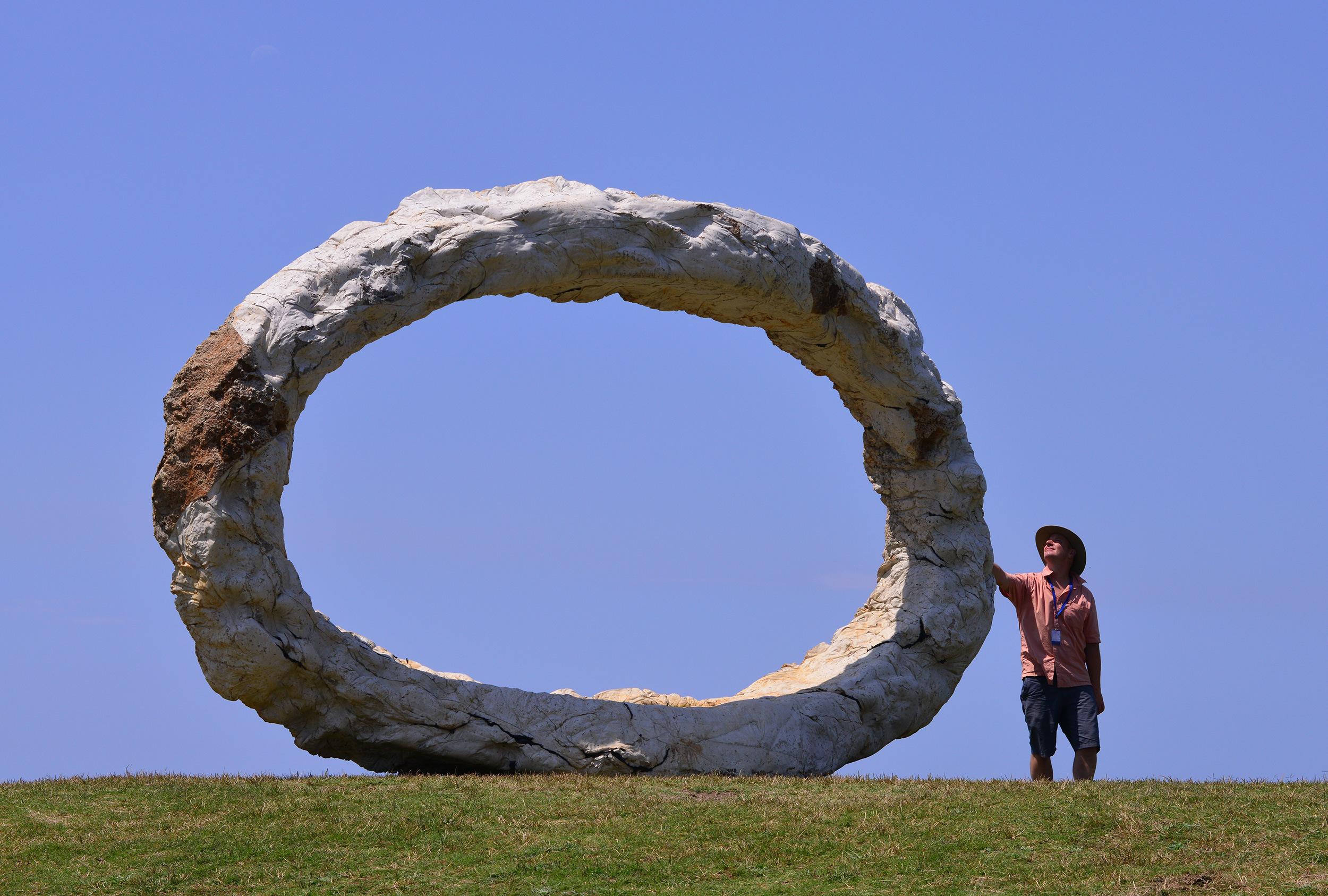 Peter Lundberg, Open, Sculpture by the Sea, Bondi 2015. Photo Clyde Yee