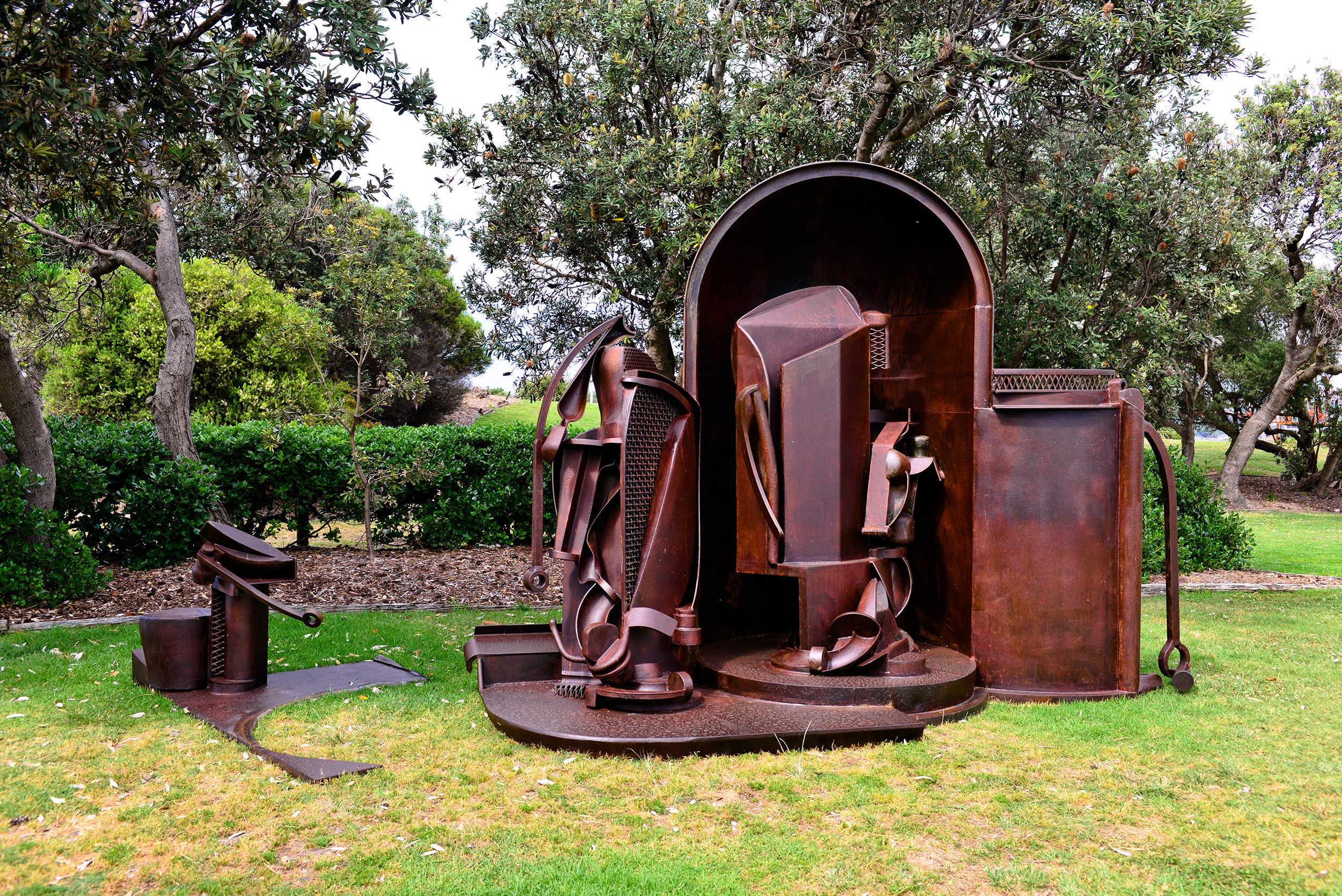 David Horton, in pace (in peace) after Verrocchio's Doubting Thomas, Sculpture by the Sea, Bondi 2015. Photo Clyde Yee