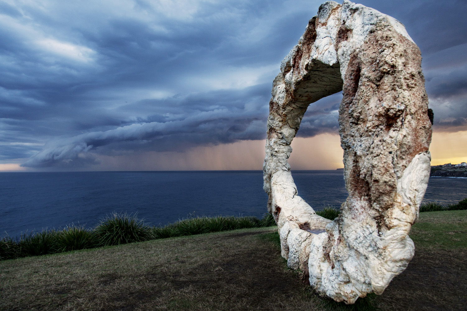 Peter Lundberg. open, Sculpture by the Sea, Bondi 2015. Photo Meredith Schofield.