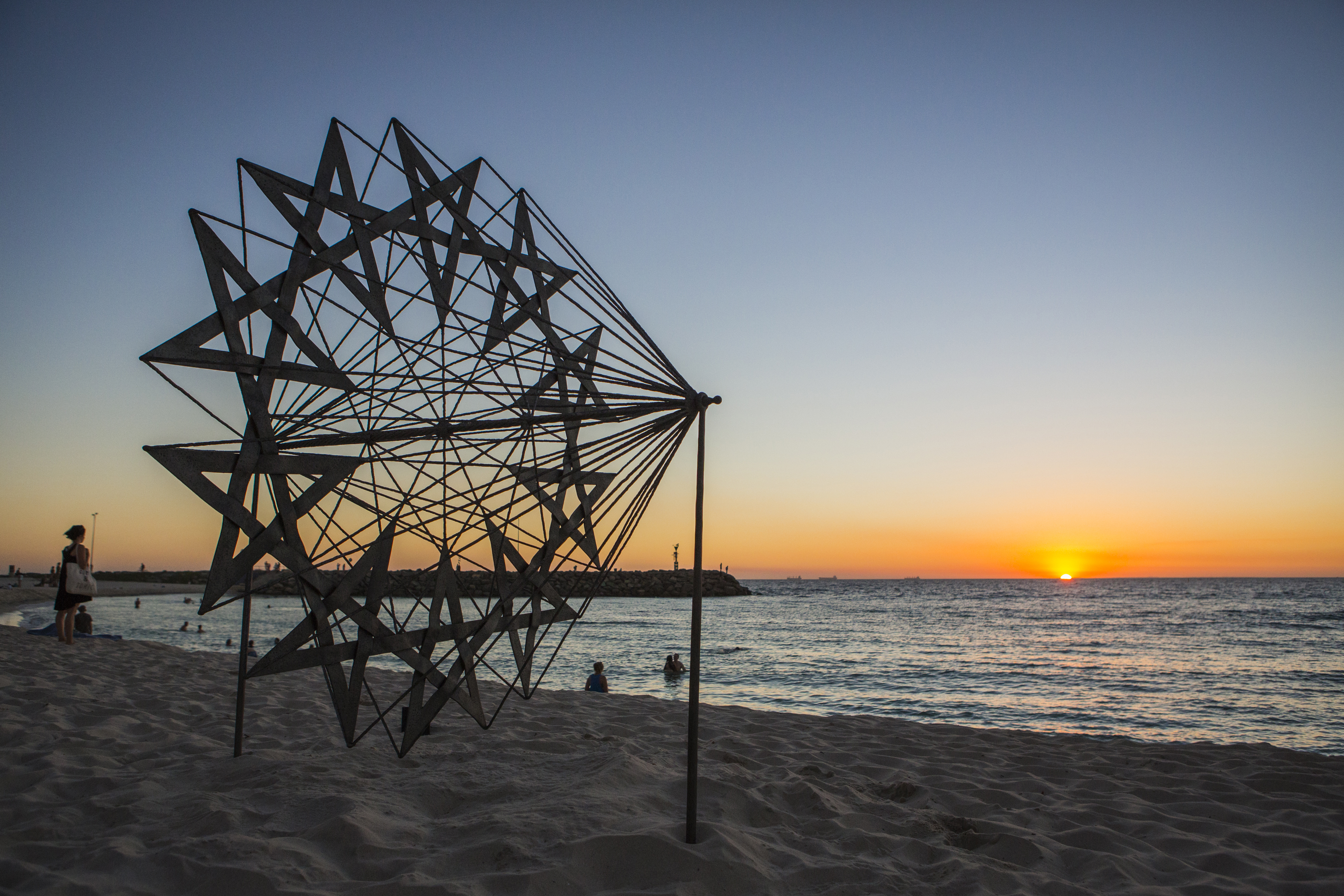 Kevin Draper, penelope's web, Sculpture by the Sea, Cottesloe 2015. Photo Jessica Wyld