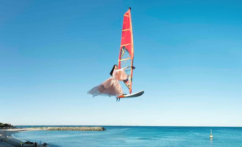 Wei, Li - Windsurfing over Cottesloe